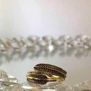 Jewelry - Feather ring